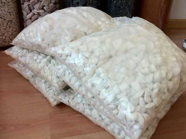 Piedra decorativa blanco marmol ensacada