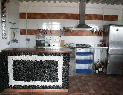 colocación de canto rodado en paredes y suelos