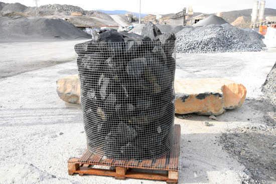 roca negra para formación de rocallas, separacion de caminos y senderos, delimitacion de arboles