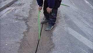 zanjas muy estrechas para introducir fibra optica en la ciudad ahorrando costes, sin escombros, sin cortar calless