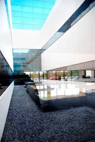 Black stone for white concrete´s precast architecture.
