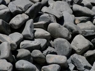 piedra negra redondeada