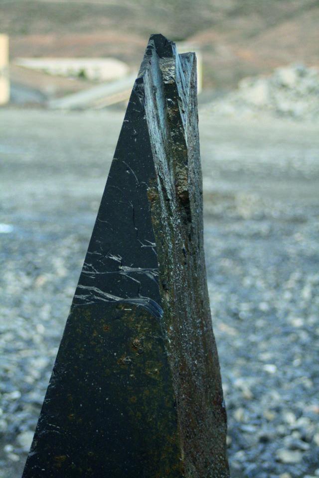 Menhir de pizarra gris