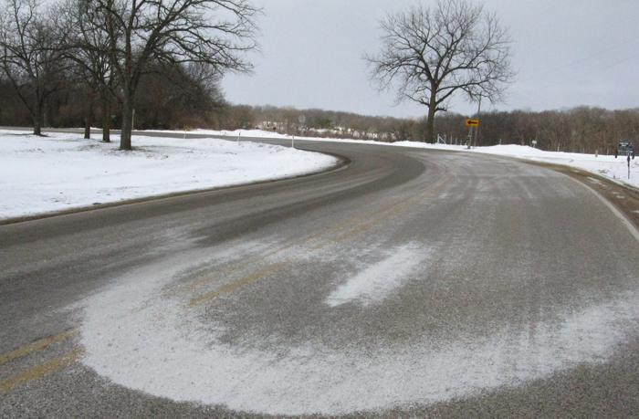 maquina esparcir nieve carretera
